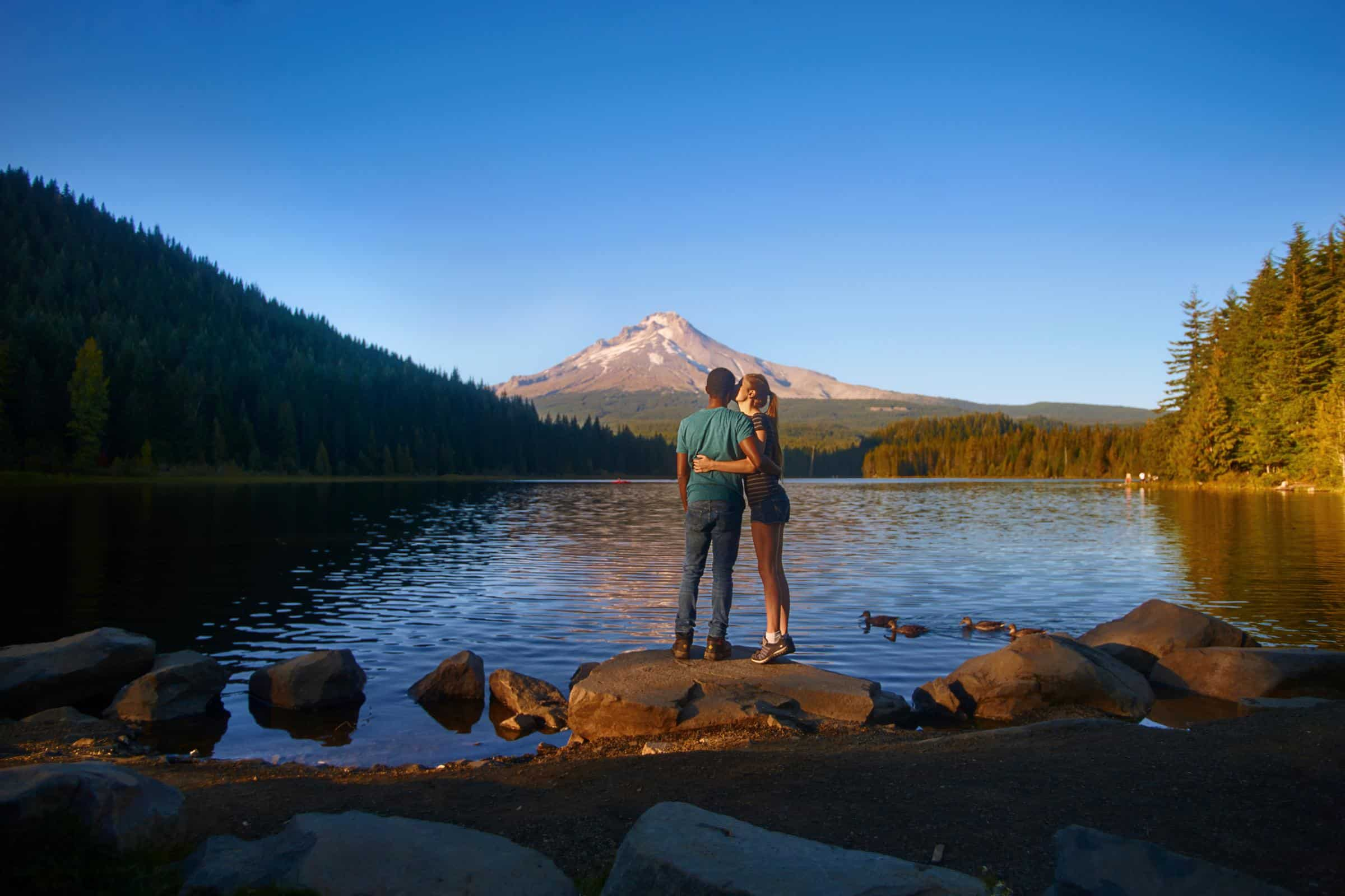 How Renting an RV as a Couple Can Bring You Closer Together | Tips for renting an RV | what to know about RVing for the first time | the beginner's guide to RVing | everything you need to know about RVing as a couple