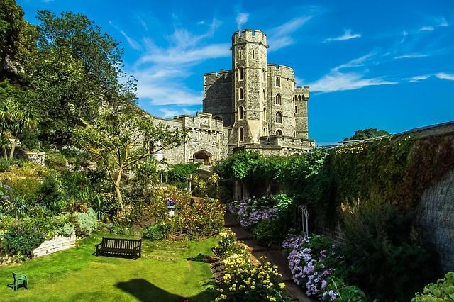 Dvorci koje verovatno nikada nećete posedovati - Page 6 Castles-in-england-windsor-castle