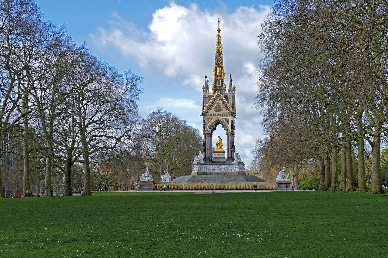 visit hyde park during your 4 days in london