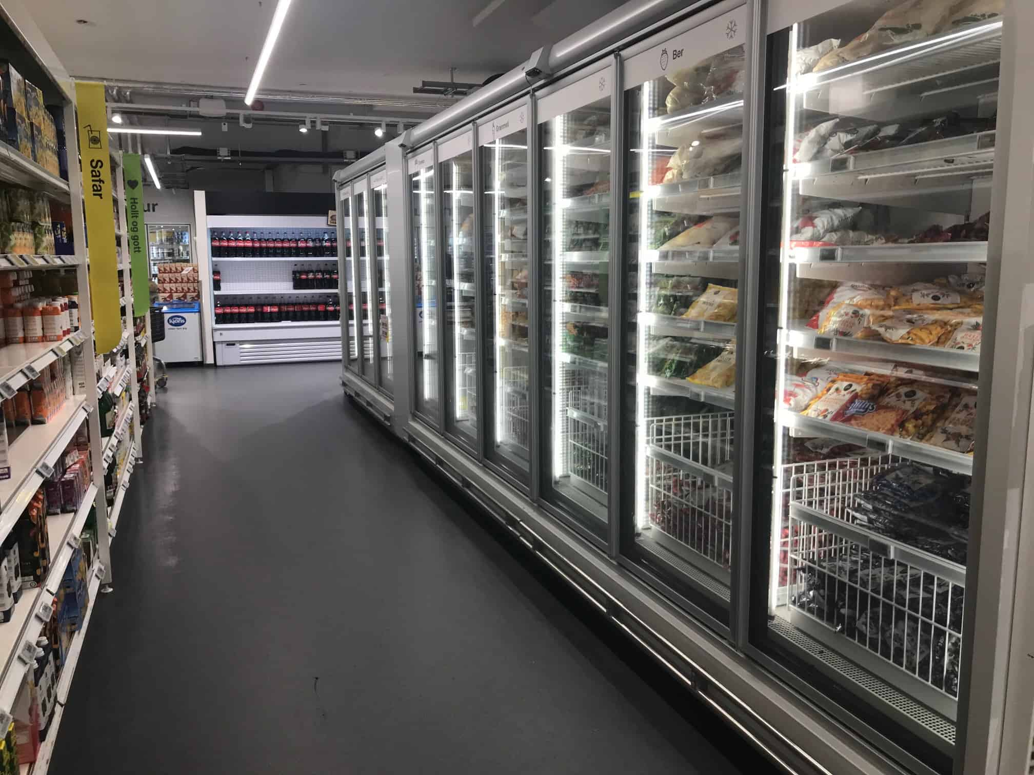 hours of operation for grocery stores in Iceland
