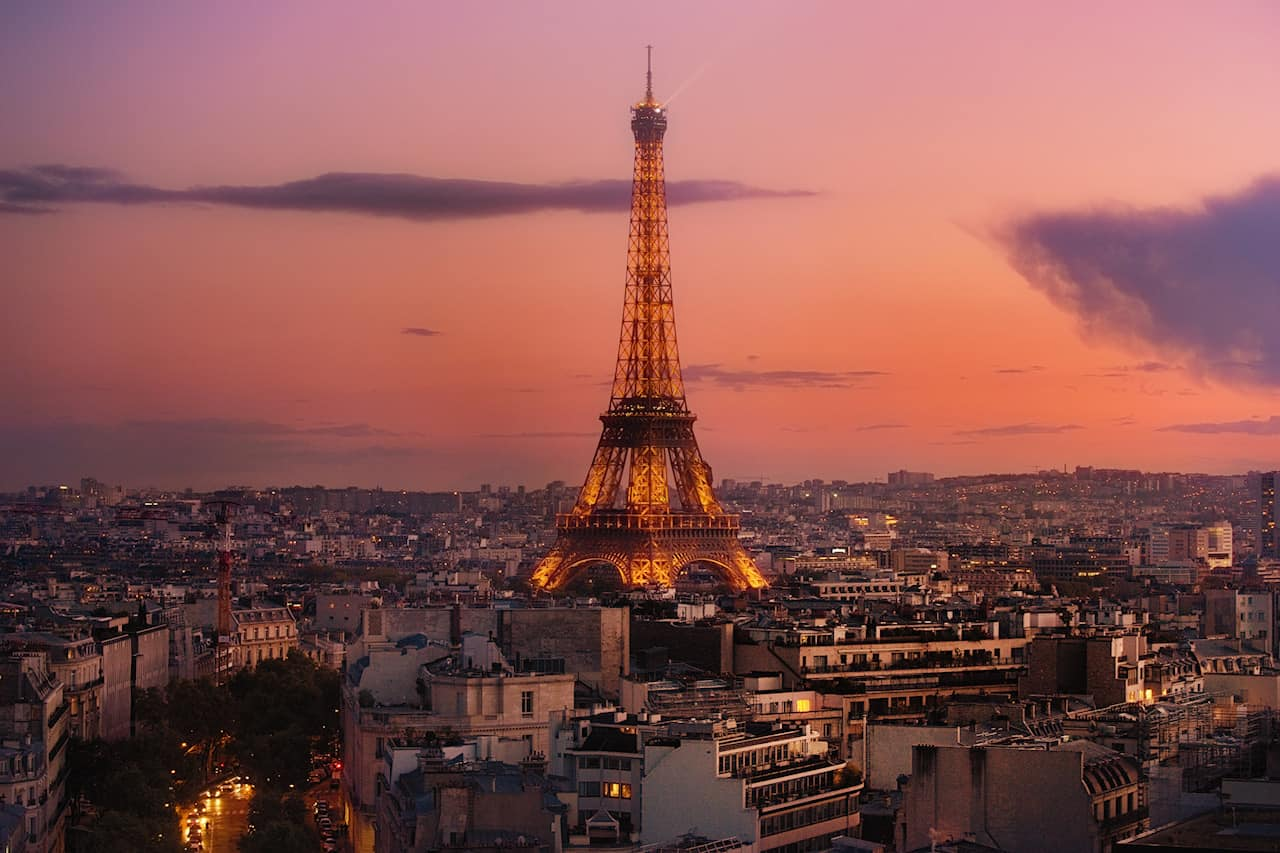 eiffel tower sunset view from the arc de triumph