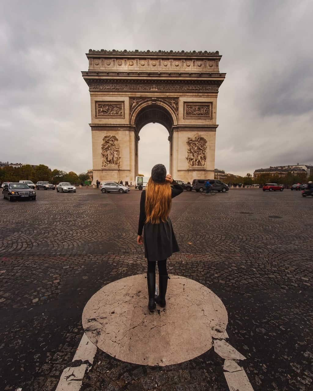 photographing the arc de triumph in paris | paris travel tips