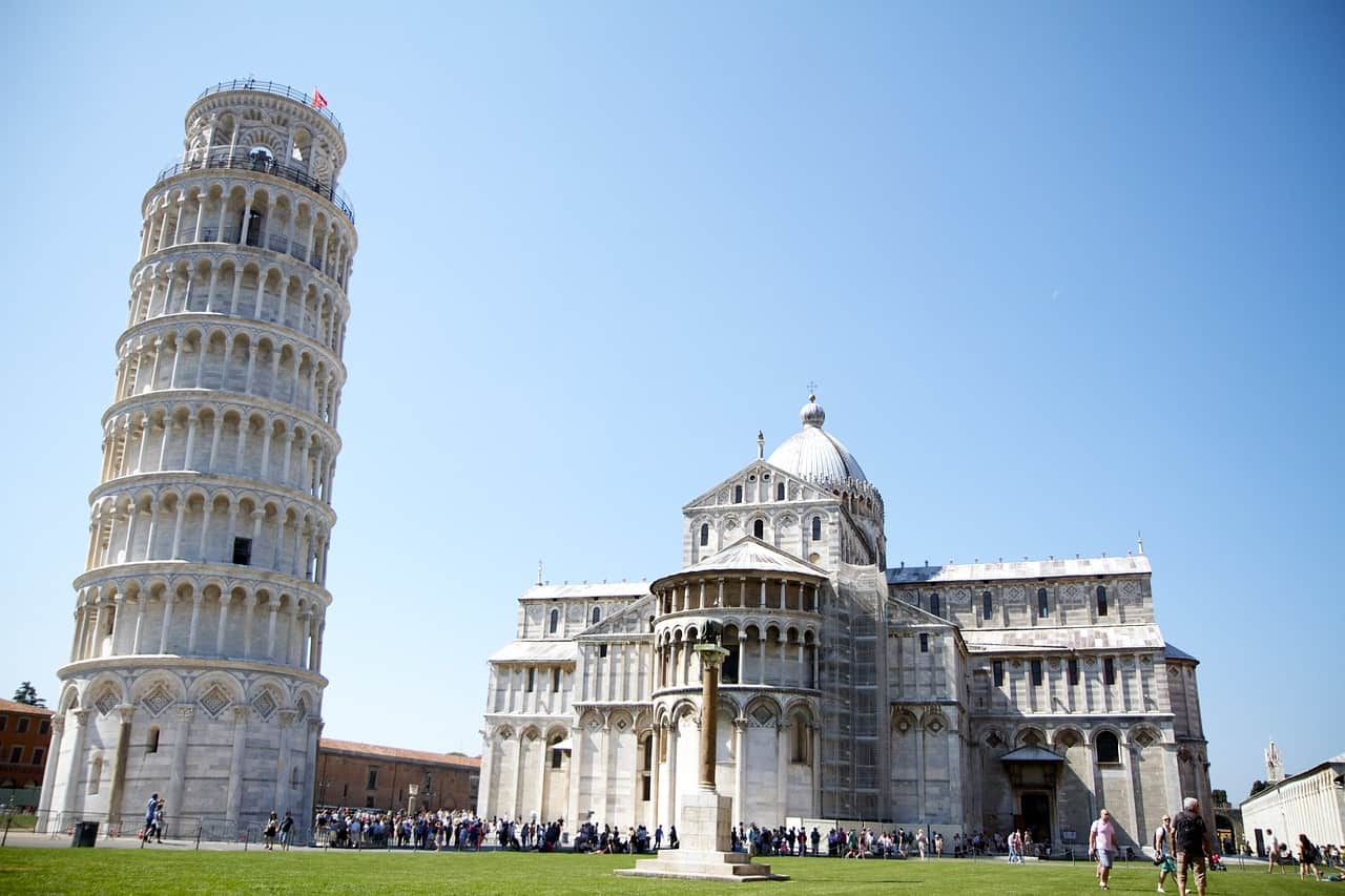 Visit the leaning tower of Pisa in Italy for your Tuscany itinerary