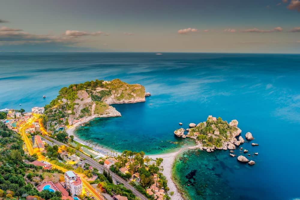 """gražus vieno geriausių Sicilijos paplūdimių """"Isola Bella"""" kadras"""