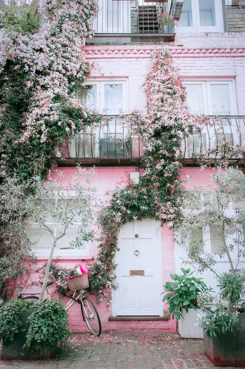 Pretty pink houses in Notting Hill London are perfect for Instagram photoshoots in London   Instagrammable places in London