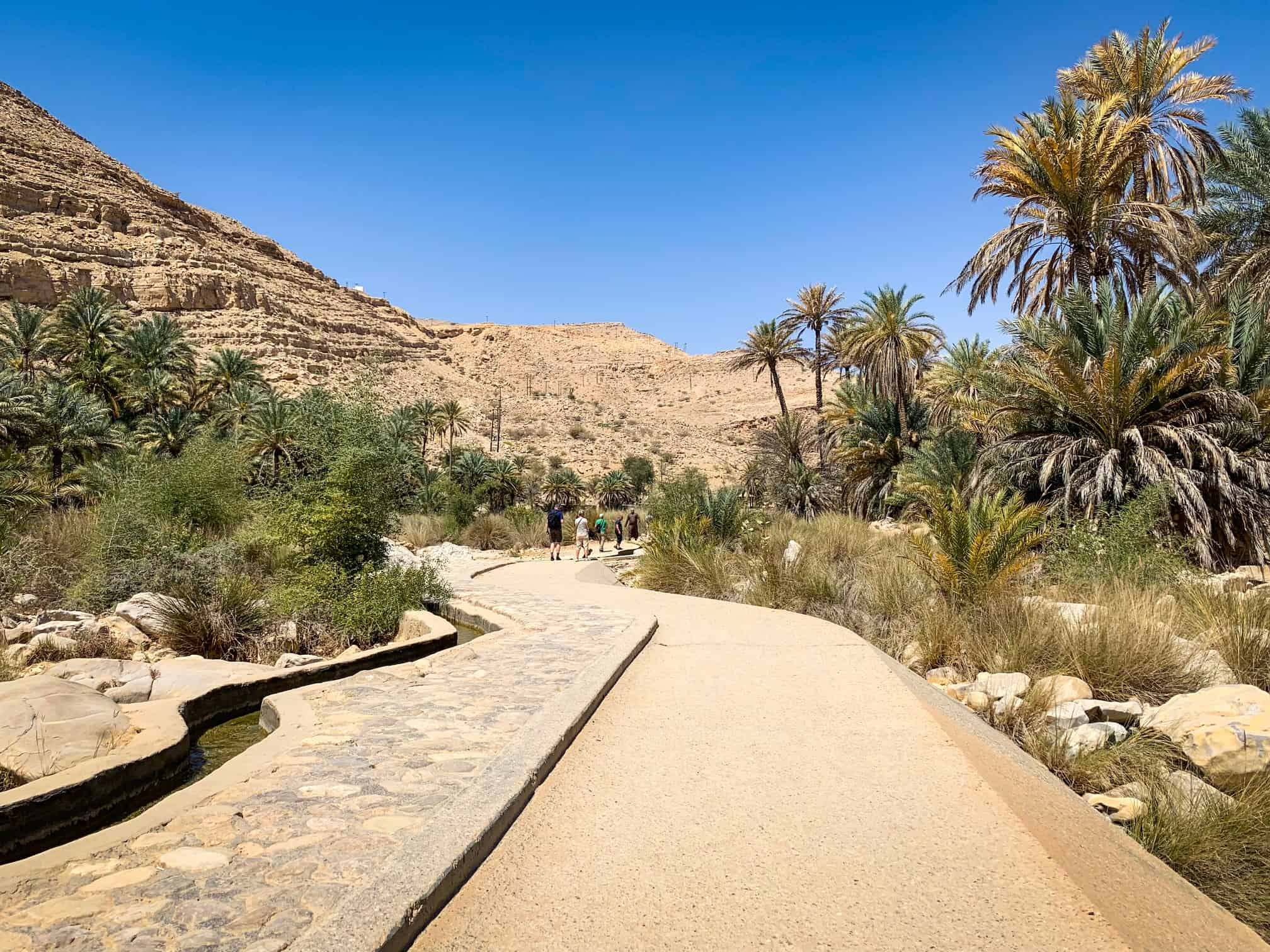 Parking lot walkway to Wadi Bani Khalid