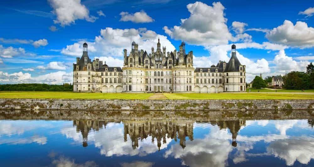 stunning view and lake reflection of Chateau de Chambord castle in France