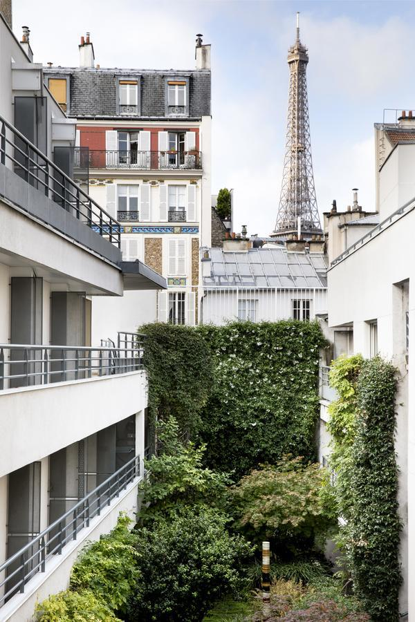 the Jardins Eiffel is by the River and offers great views of the Eiffel Tower!