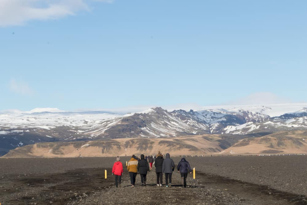 tourists walking from the Iceland plane crash to the parking lot
