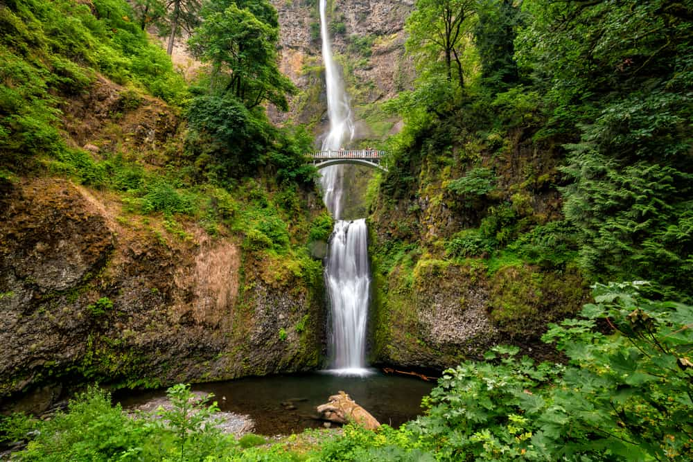 Multnomah Falls is the most famous of the waterfalls in Oregon