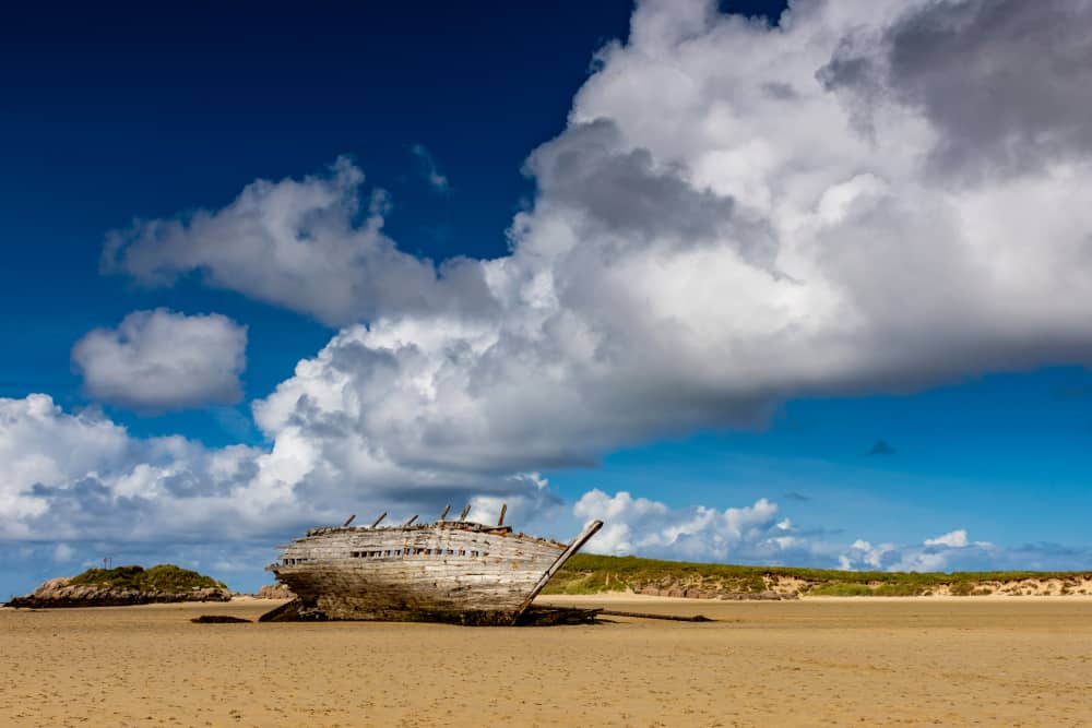 bad eddie shipwreck at bunbeg beach
