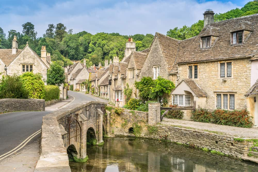Photo of a beautiful bridge in the English village of Castle Combe