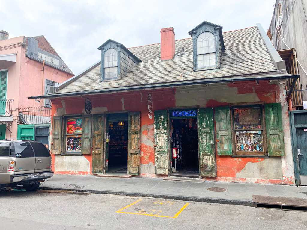 Stop by and see a voodoo house during you 3 days in new orleans itinerary