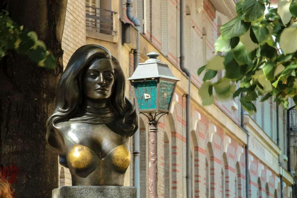 The statue of Dalida in the Place Dalida