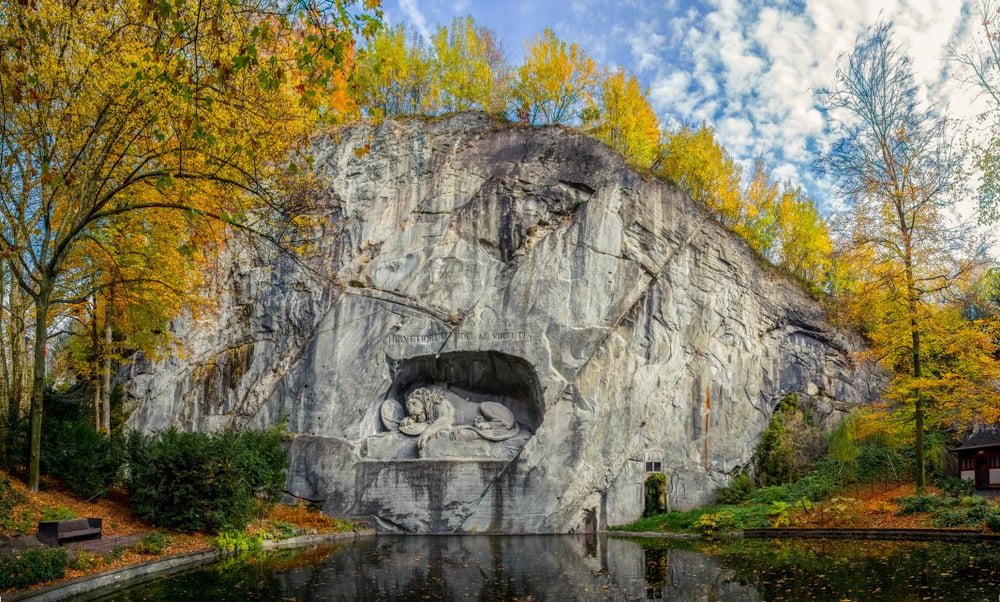 Photo of the Dying Lion Monument
