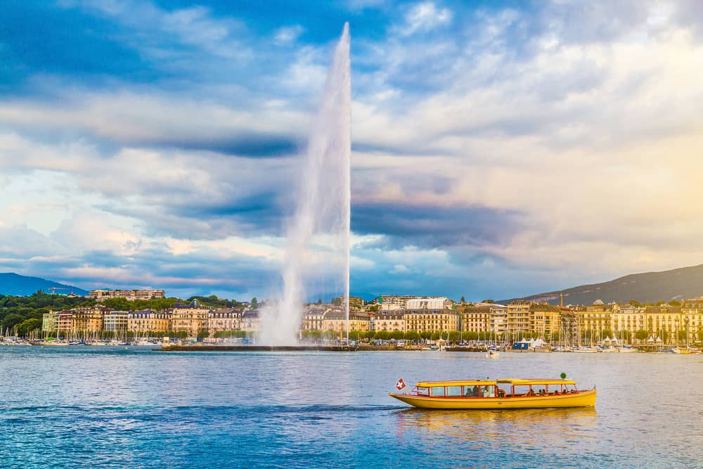 Photo of Jet D'Eau fountain in Geneva.