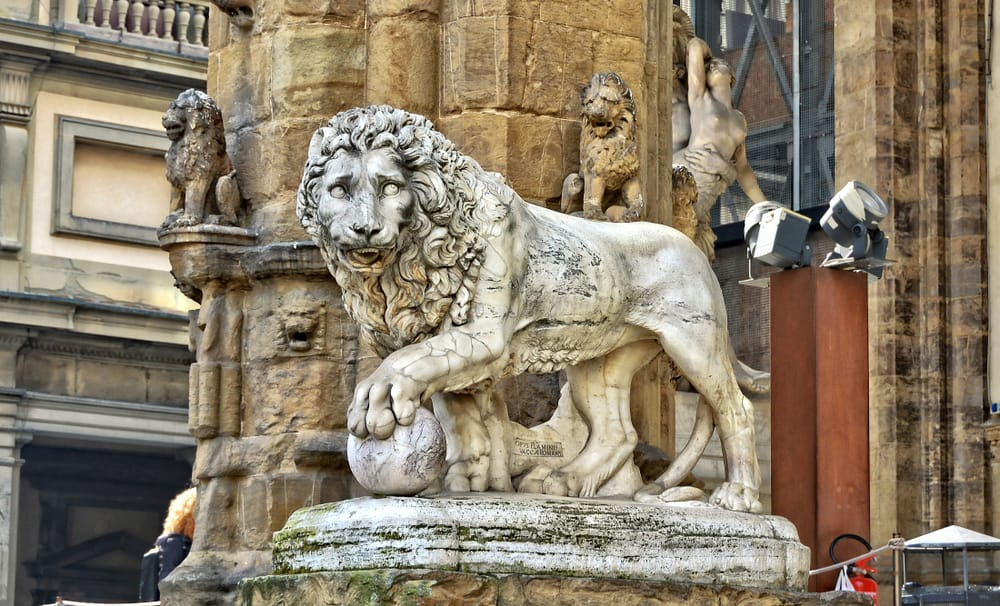 lion statue that represents the Medici family in Florence