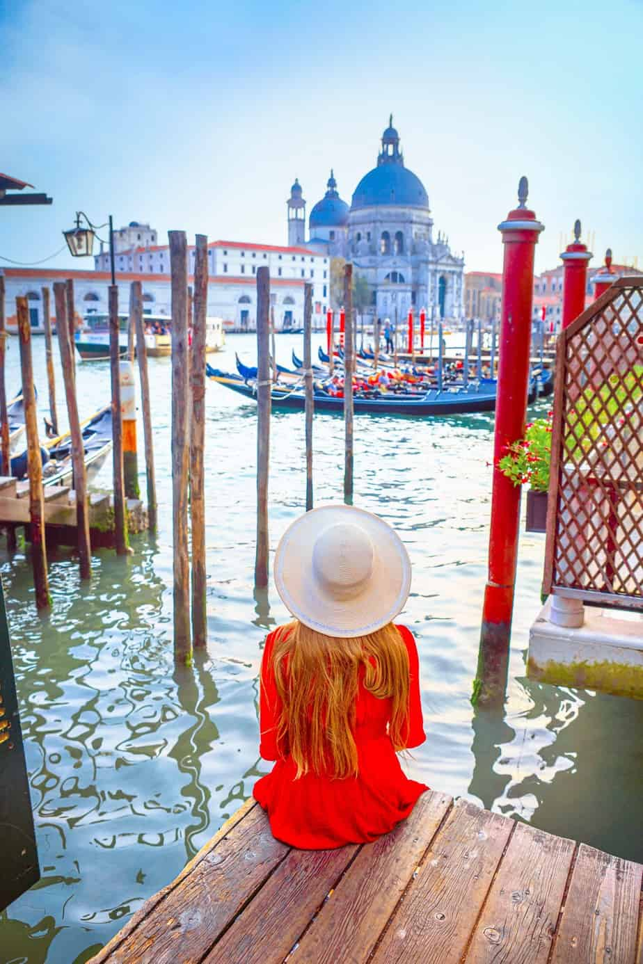 Exactly how to find the most instagrammable places in Venice Italy | Pretty gondolas in Instagram photos in Venice | Venice italy photo locations | where to take photos in Venice | hidden spots in Venice italy