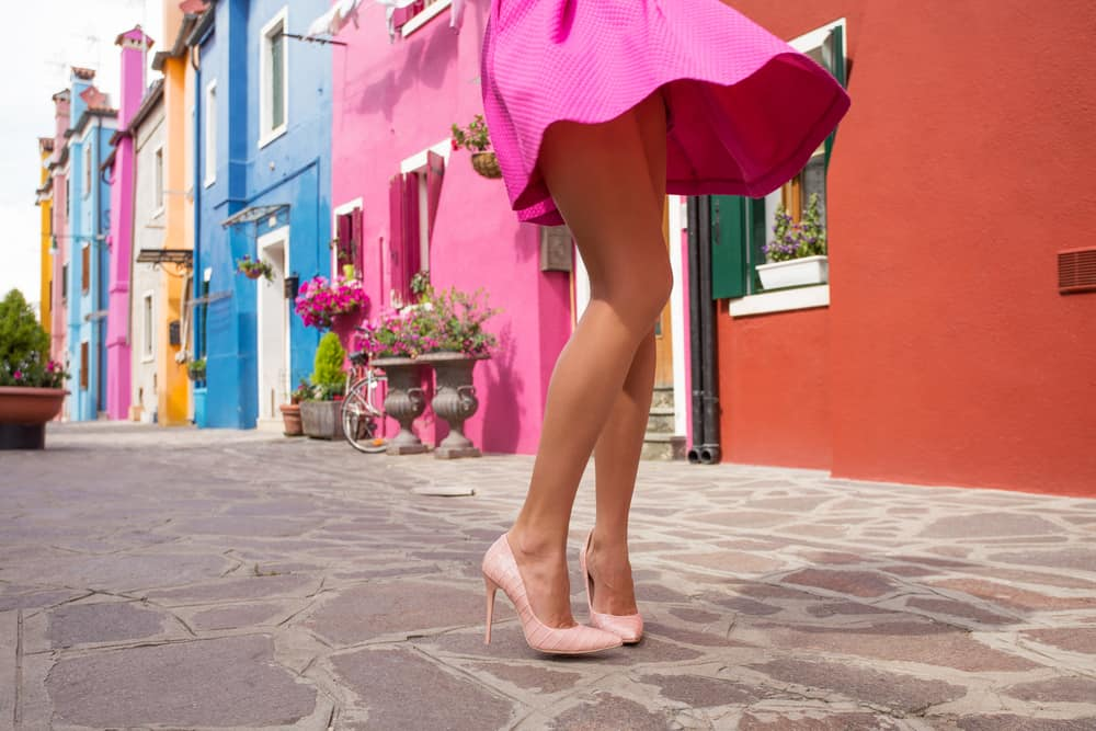 Cute and flirty Instagram photo from Burano Italy | pink dress in Burano Italy | best Instagram poses for Venice | Pretty places in Venice italy | rainbow houses in Italy