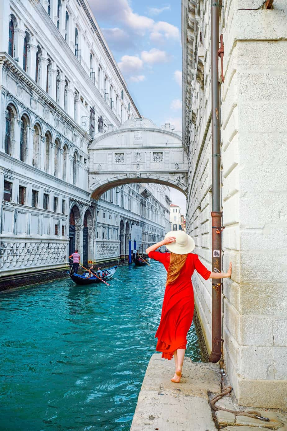 The Bridge Of Sighs From The Bottom Is A unique Instagram spot in Venice | Best Venice photo locations for Instagram | Bridge Of Sighs Venice photo spots | photography in Venice | hidden photo spots in Venice | tips for visiting Venice Italy | best instagrammable places in Venice #venice #photography