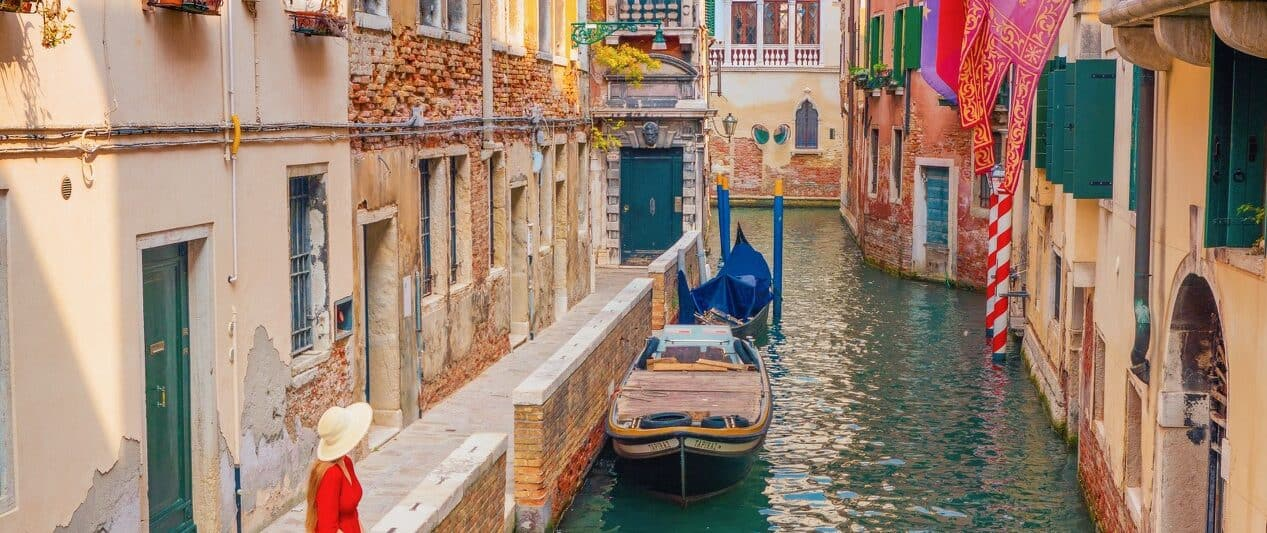 Ponte de La Verona is one of the secret Instagram spots in Venice | pretty instagram locations in Venice Italy | canals in Venice | best photo locations in Venice | prettiest spots in Venice for Instagram photos
