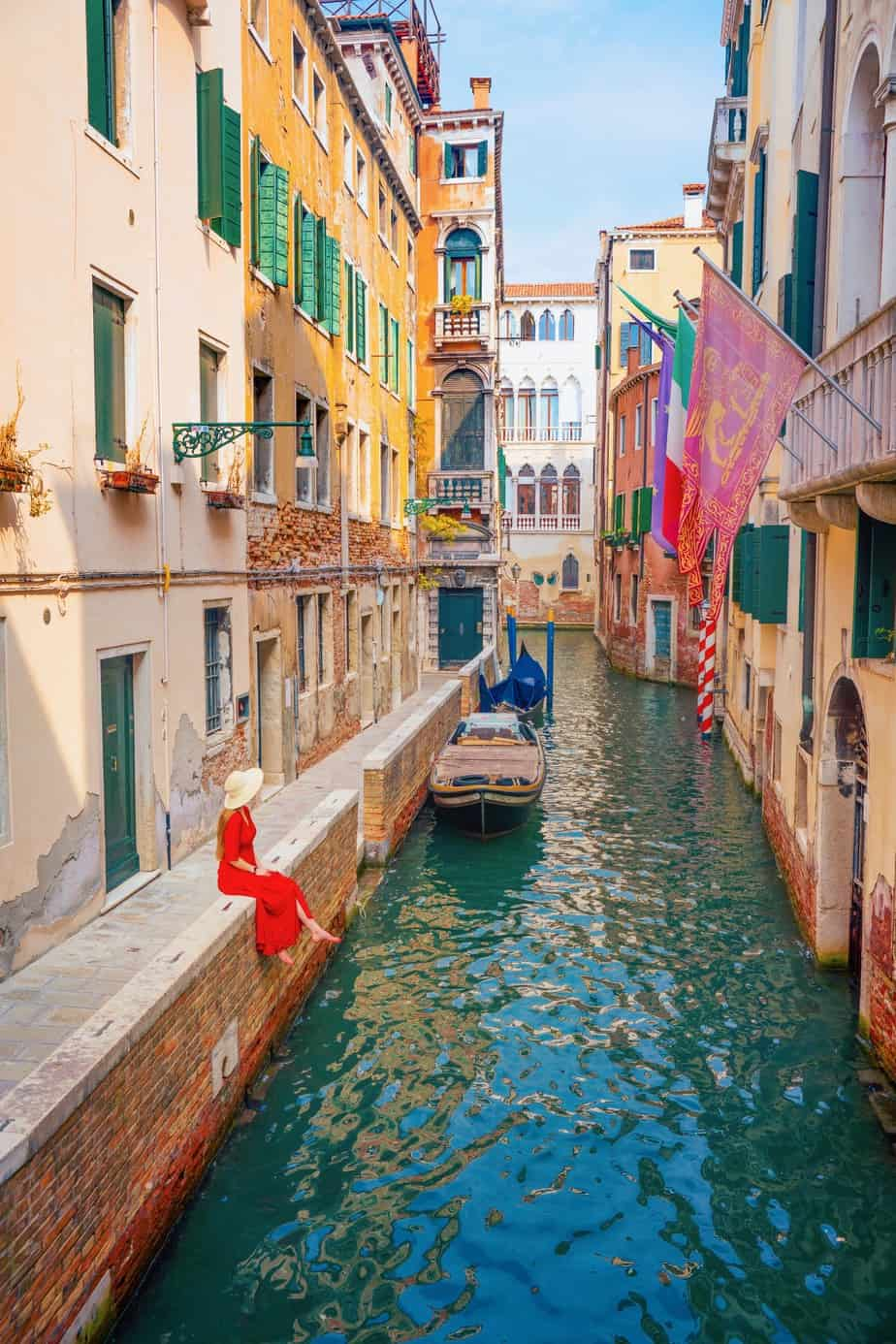 Ponte de La Verona is on of the secret Instagram spots in Venice | hidden gems in Venice italy | unique photo spots in Venice | where to take Instagram photos in Venice | best Venice views
