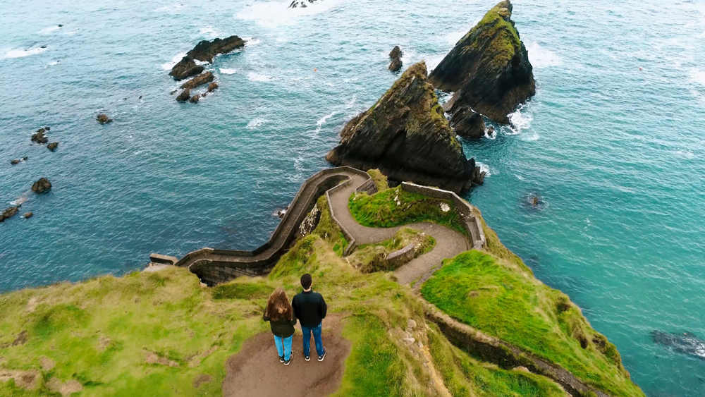 Photo of couple hiking, an excellent activity for your honeymoon to Ireland.
