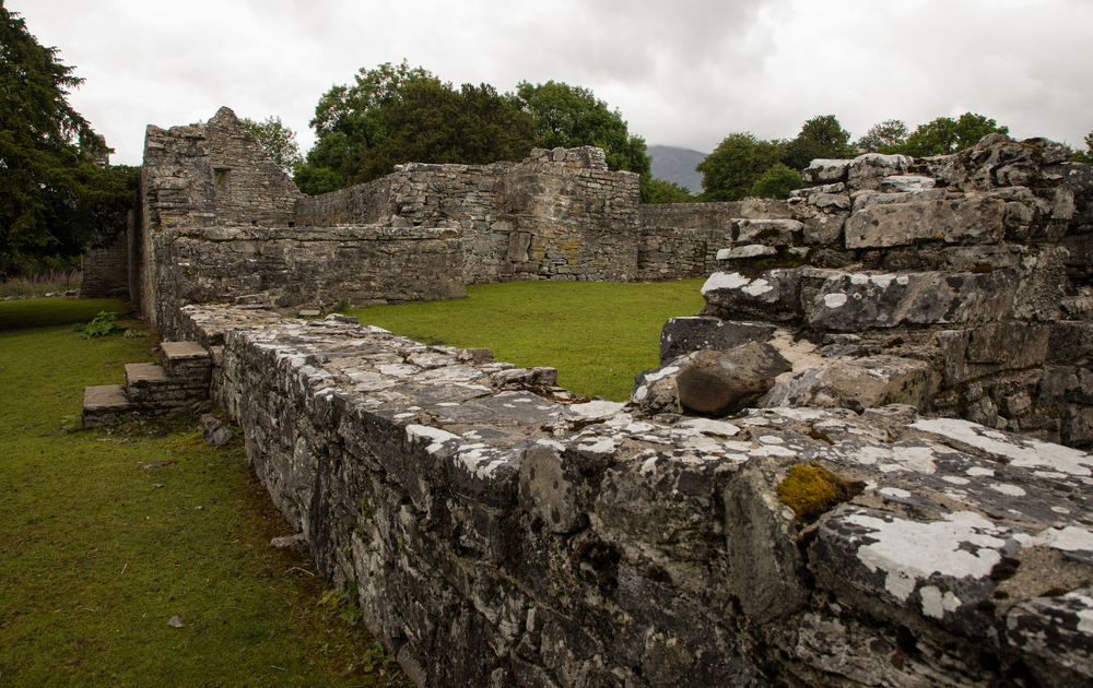 Photo of ruins you could visit during your Ireland honeymoon.