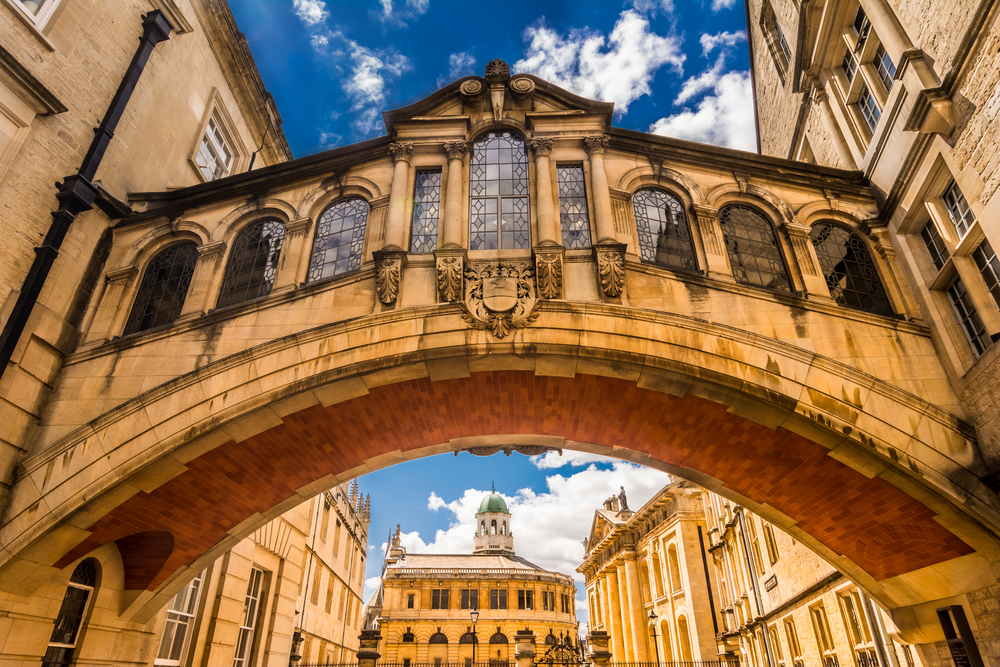 the bridge of sighs cannot be walked across unless on a private tour-- just a warning!