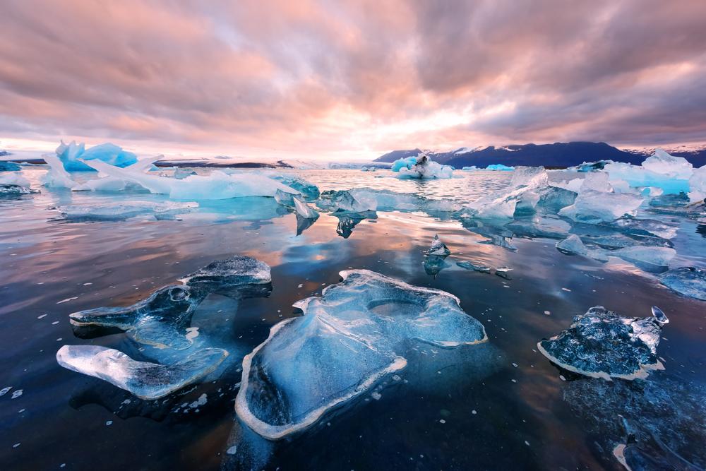 Diamond Beach at Jokulsarlon Glacier Lagoon during your 4 days in Iceland