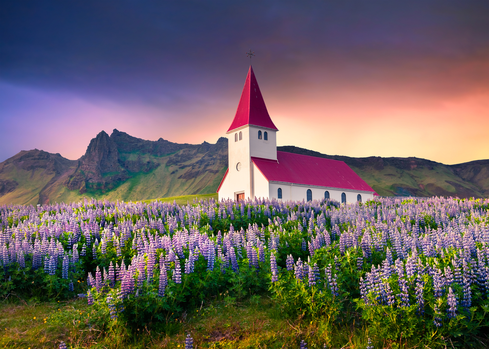 the church in Vik during your 4 days in Iceland
