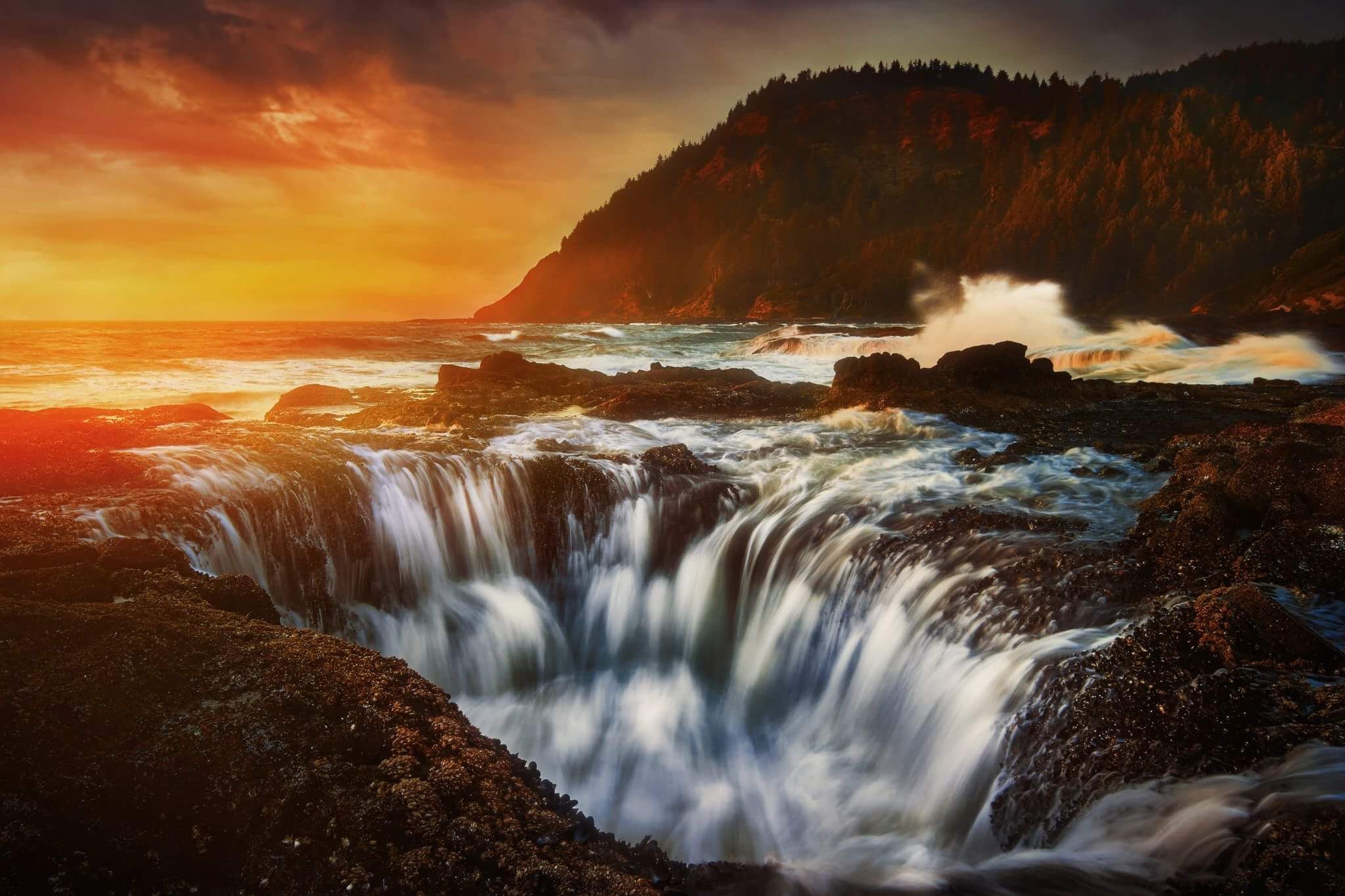 Thor's Well on your Oregon coast road trip
