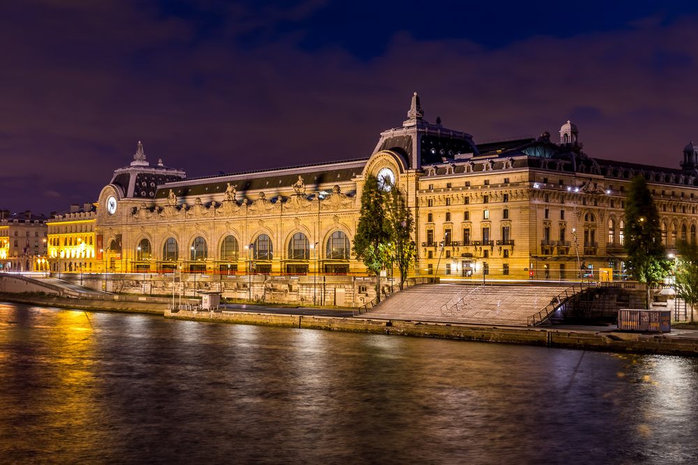 Musee d'Orsay at night