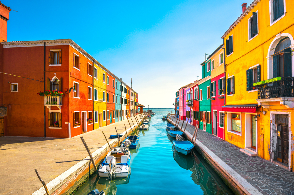 colorful buildings of Burano island Italy 7 days in Italy