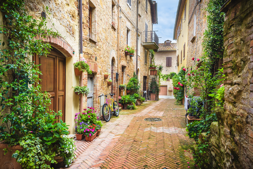 quiet, picturesque Tuscan side street 7 days in Italy
