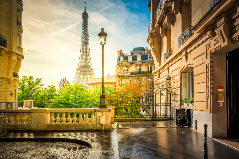 Photo of the Eiffel Tower for a Paris Street
