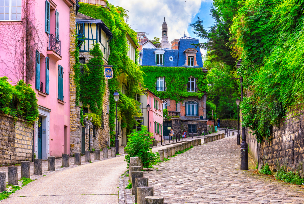 pink houses on the streets of Paris