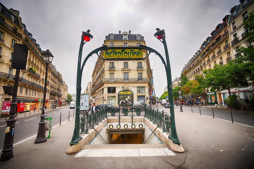 picture of the metro in paris