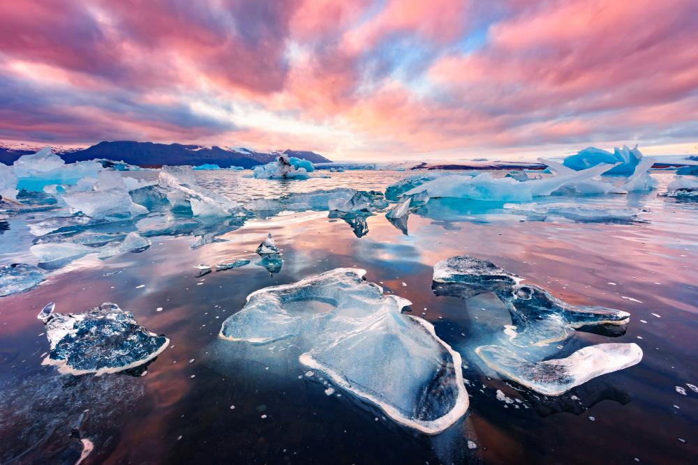 Rocks sparkling like Diamonds on Diamond Beach Iceland