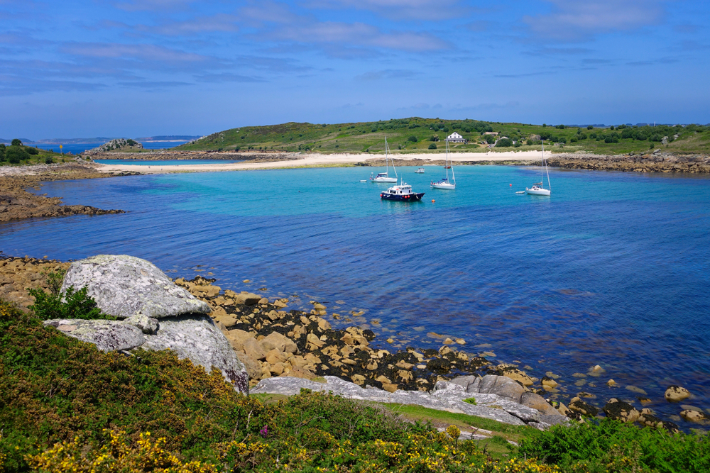 photo of the blue waters of the isles of scilly, an unlikely tropical destination in southern england
