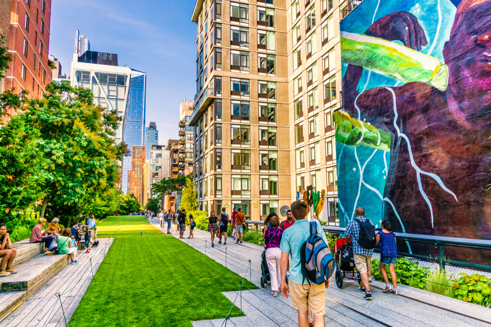 walking the High Line during your 4 days in New York