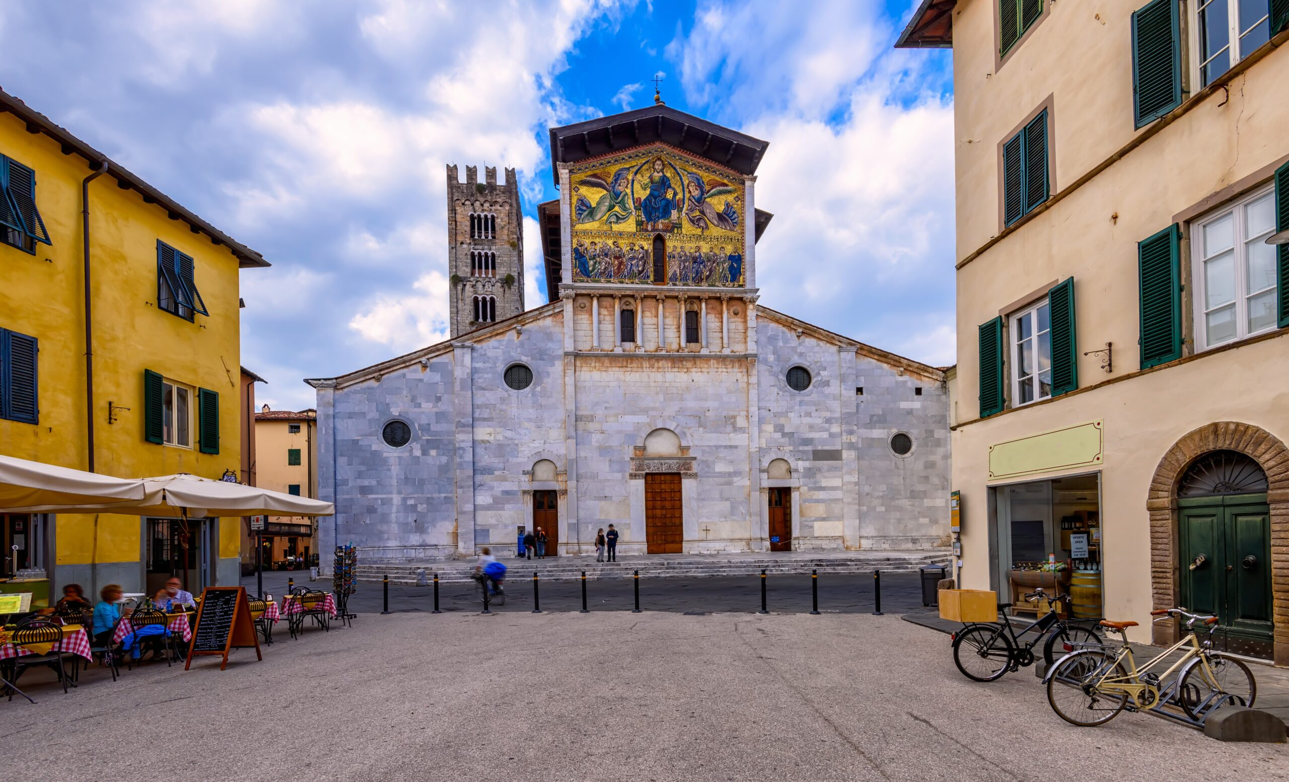 View of the historic centre of Lucca with the Basilica of Saint Frediano (12th century), a Romanesque church with a monumental golden mosaic on the facade.
