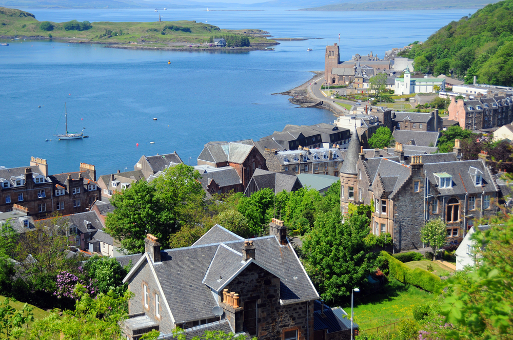 A hilltop view of the pictruesque Scotland destination of Oban
