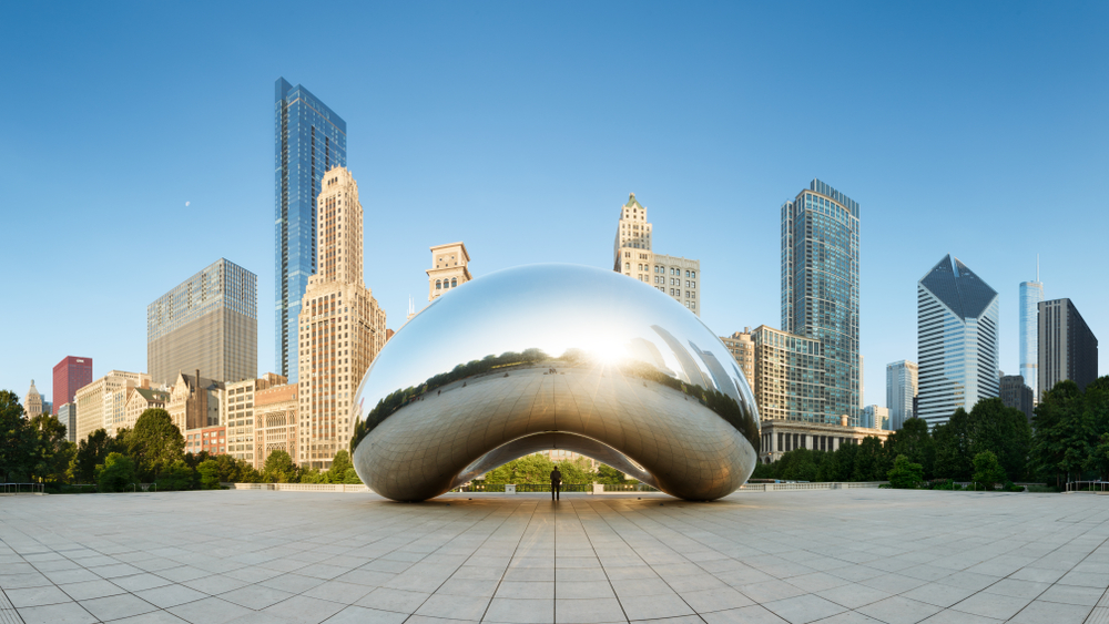 Your 2 days in Chicago is not finished without a visit to Millennium Park's famous Cloud Gate (the bean)