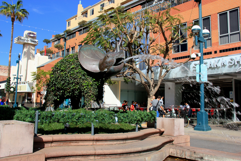 View of a fountain at Third Street Prominade Santa Monica