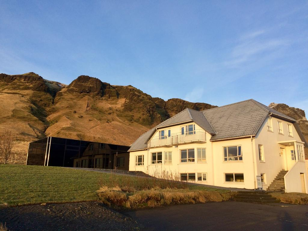 Photo of the outside of Guesthouse Carina located in Vik Iceland.