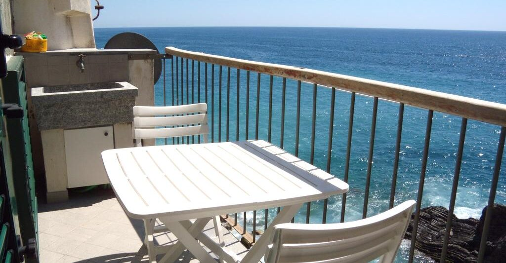 Michela Rooms Vernazza sea view room