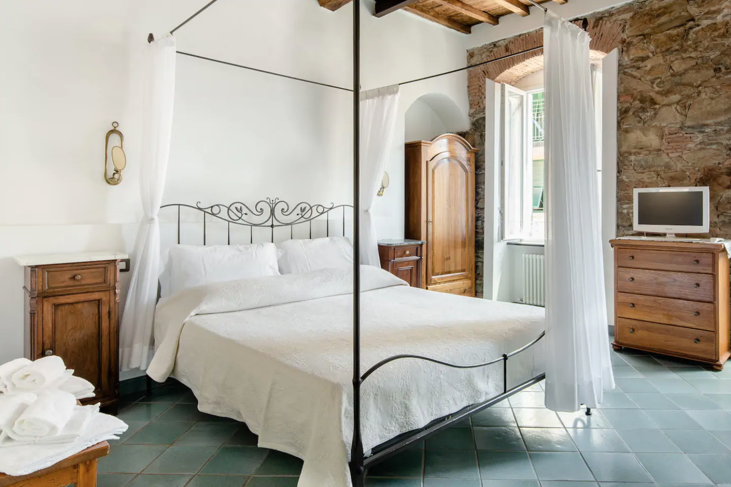 fancy a romantic getaway in cinque terre? this is the best airbnb for you