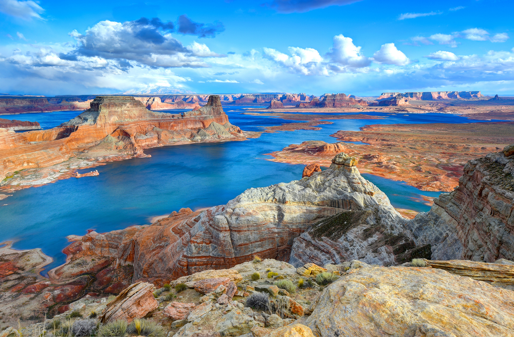 Lake Powell is a nice contrast to it's surrounding red rocks