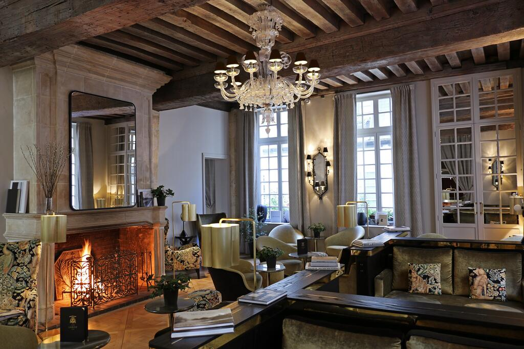 Photo of guest seating area at Hotel D'Aubusson located in Paris.
